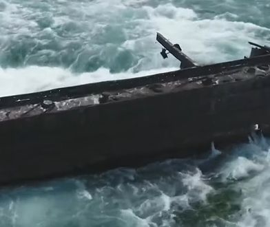 Wrak barki pozostawał nieruchomy przez ponad sto lat, teraz zbliżył się do wodospadu Niagara