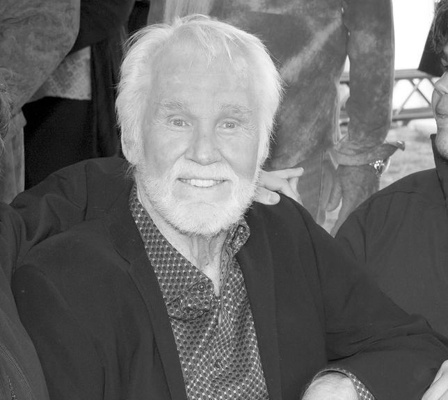 Kenny Rogers w 2017 r. Kilka miesięcy później ogłosił przejście na emeryturę