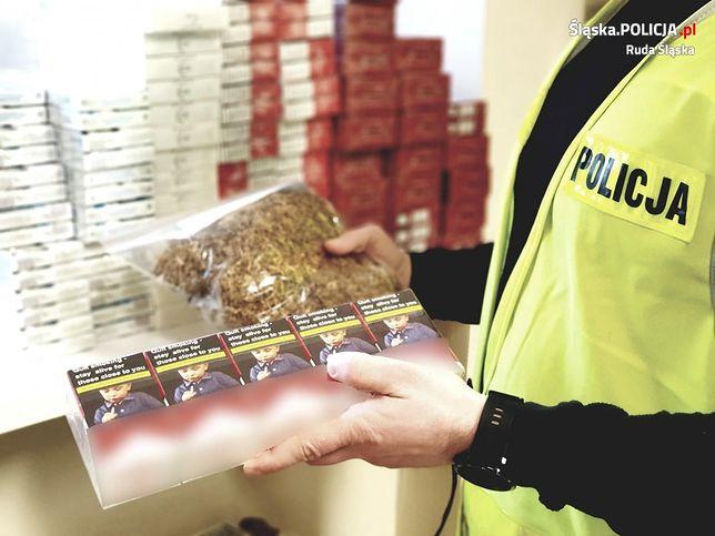 Śląsk. Policjanci zatrzymali 63-letniego mieszkańca Mikołowa, który wprowadzał do obrotu papierosy i tytoń bez akcyzy.
