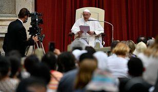Watykan. Papież modlił się za pogorzelców