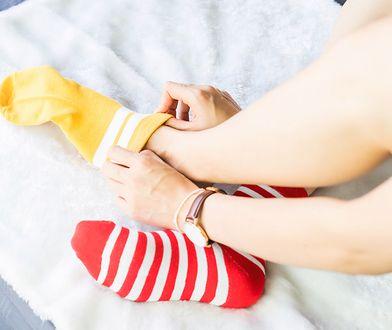 Kolorowe skarpety są teraz bardzo modne