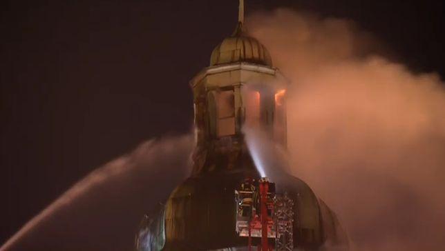 Trwa dogaszanie pożaru katedry w Gorzowie Wlkp. Niepewna przyszłość wieży