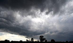 Ostrzeżenia IMGW. Silny wiatr oraz burze w dwóch regionach