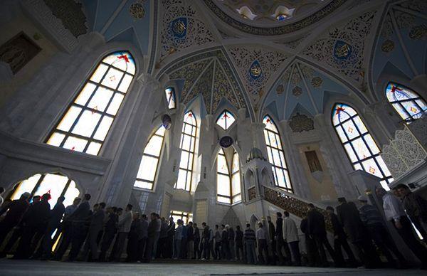 Tatarzy w meczecie w Kazaniu, stolicy Tatarstanu