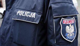 Policjanci nie mogli dostać się do mieszkania, w którym przebywała matka dziecka