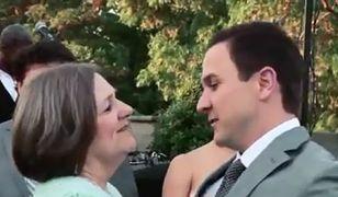 Pomysłowy, weselny taniec matki i syna