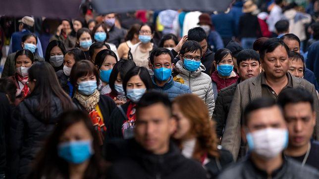 """- Wietnamczycy na każdego bez maski patrzyli karcącym wzrokiem. Jakby chcieli powiedzieć: """"człowieku, co ty wyprawiasz?"""" - opowiada Tomasz."""