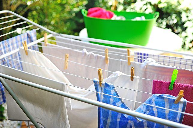 Łatwo ją rozłożysz i złożysz, nigdy się nie przewróci i zmieści całe prane - oto suszarka idealna