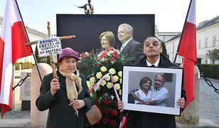 7. rocznica katastrofy smoleńskiej. Przed Pałacem Prezydenckim odbył się Apel Pamięci