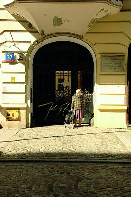 """Za darmo: """"Niecodziennik kamienicy Poznańska 37 i okolicy"""""""