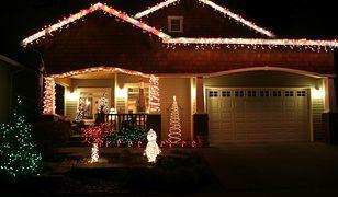 Świąteczne oświetlenie domu to wprawdzie zachodnia tradycja, ale coraz częściej również polskie domy ozdabiane są lampkami i łańcuchami na wzór amerykańskich obyczajów.