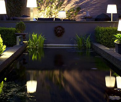 Do oświetlania strategicznych miejsc dobrze nadają się reflektorki czy inne oprawy dające stosunkowo mocne i skoncentrowane światło