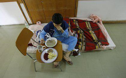 Przeterminowane jedzenie i zbyt małe porcje - tak karmią polskie szpitale