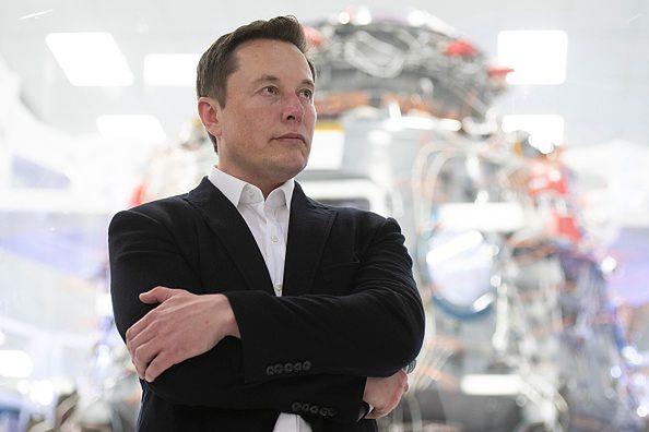 Elon Musk ma rozwiązanie, które pozwoli zmniejszyć jasność satelitów Starlink.