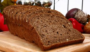 Chleb razowy powoduje wzdęcia. Jak temu zaradzić?