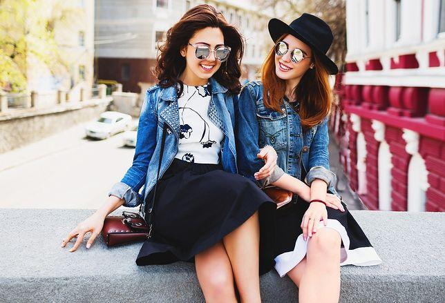 Jeansowe kurtki to nie tylko klasyczne modele - stworzono wiele ciekawych odmian