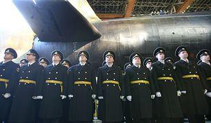 Rosyjscy marynarze, członkowie załogi nuklearnego okrętu podwodnego