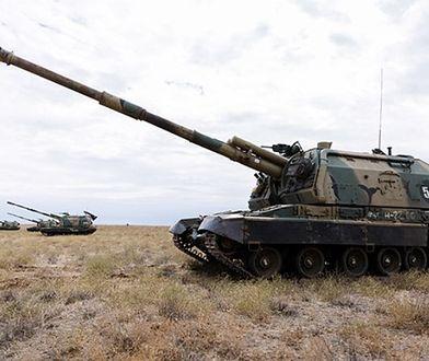 """Rosja wprowadza """"nowe"""" haubice. Możliwe, że z amunicją zakłócającą"""