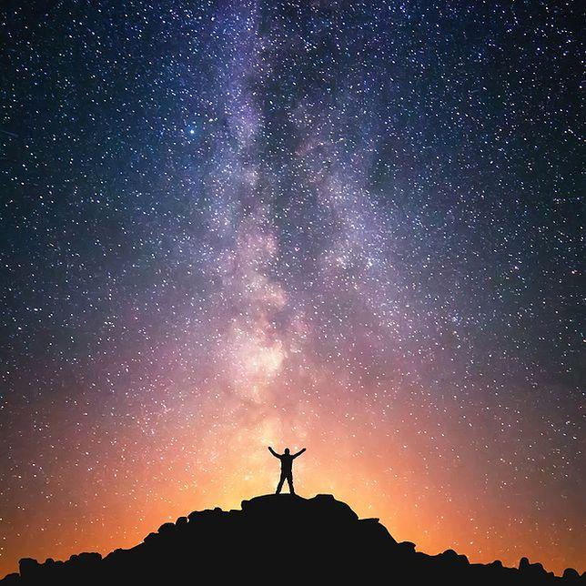 """Tranzyt Merkurego, noc """"spadających gwiazd"""" i zaćmienie Słońca"""