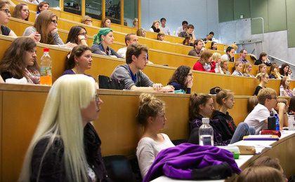 AGH wypłaci tysiąc zł stypendium dla studentów posiadających dzieci