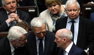 Sondaże partyjne elektryzują opinie publiczną od kilku tygodni