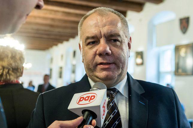 """Kolejny zwrot ws. ustawy o IPN. Sasin """"prostuje"""" słowa Karczewskiego"""