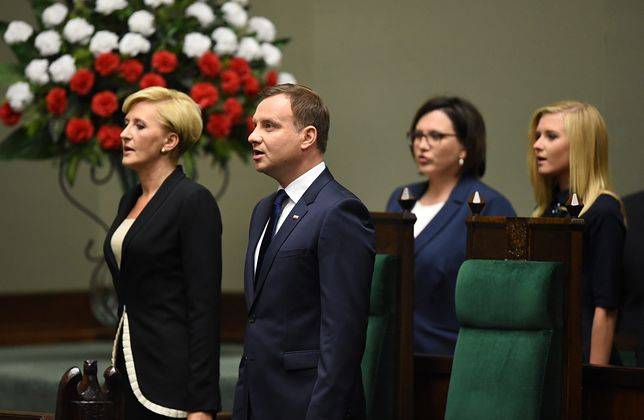 6 sierpnia 2015 r. Andrzej Duda składa przysięgę przed Zgromadzeniem Narodowym i formalnie obejmuje urząd prezydenta.
