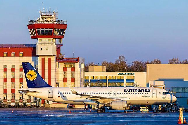 Samolot Lufthansy na lotnisku w Wilnie