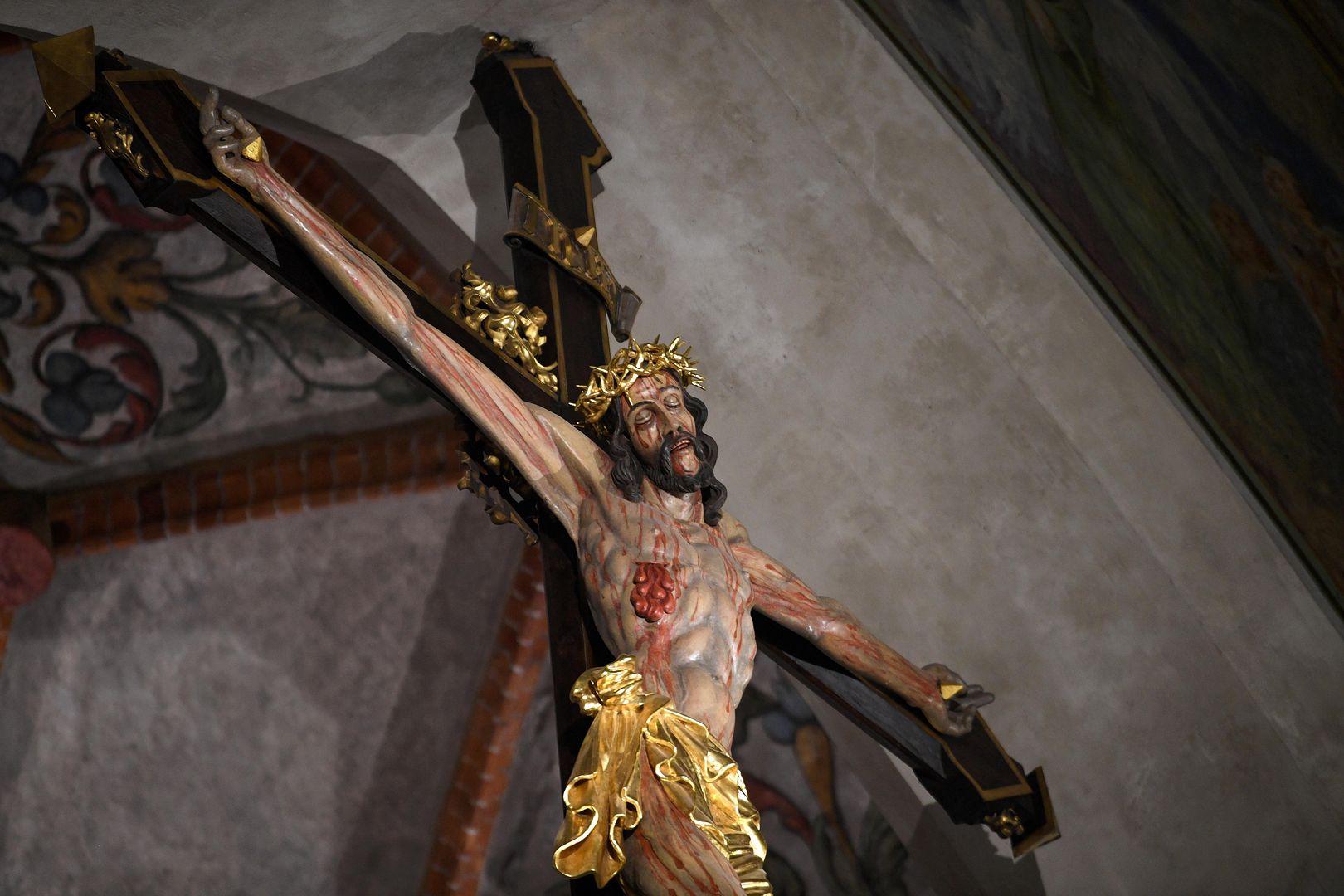 Osaczał i wykorzystywał. Jak działała sekta u dominikanów?
