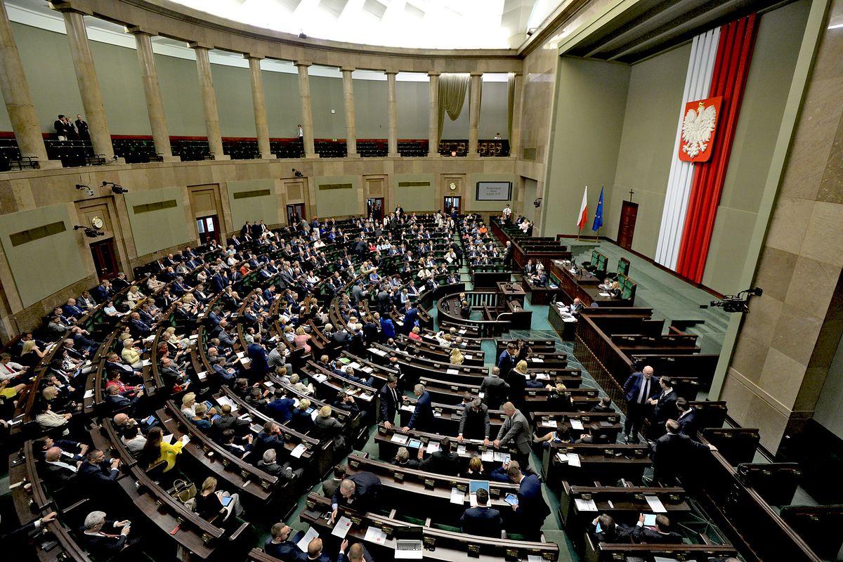 Nowy sondaż wyborczy. PiS mocno w górę, Nowoczesna nie wchodzi do Sejmu