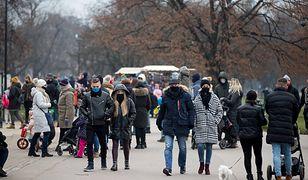 Sondaż IBRiS. Polacy coraz mniej boją się koronawirusa