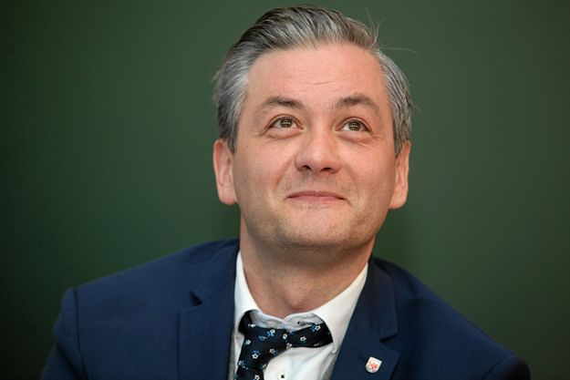 Robert Biedroń sugeruje, kto jest politykiem gejem