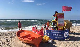 Dziećmi na plaży w Darłówku opiekowała się matka. Na chwilę od nich odeszła