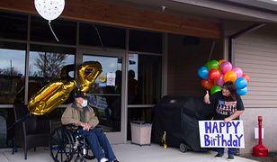 Koronawirus w USA. 104-letni Bill Lapschies świętuje swoje wyzdrowienie.
