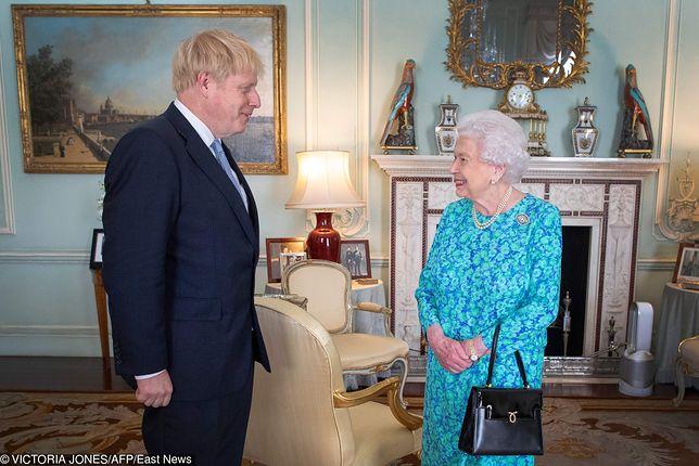 Premier Boris Johnson i królowa Elżbieta II