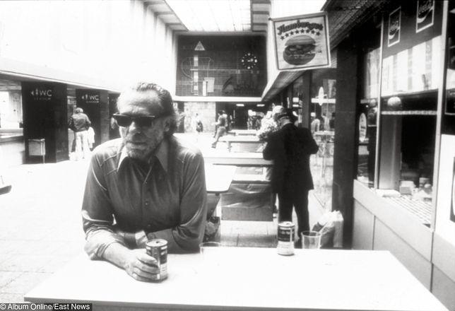 Grzegorz Wysocki: Stary świntuch uczy pisania, picia i życia, czyli Charles Bukowski w roli upadłego coacha