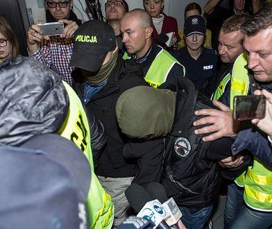 Norbert B. doprowadzany na salę Sądu Okręgowego we Wrocławiu, gdzie zdecydowano o jego tymczasowym aresztowaniu