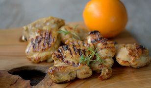 Udka kurczaka z grilla. Wypróbuj pomarańczową marynatę