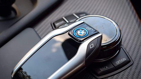 Kto ma cyfrowy kluczyk? Problem samochodów podłączonych do mobilnych aplikacji