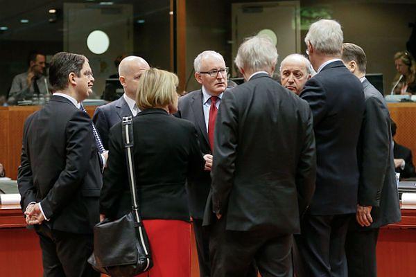 Ministrowie spraw zagranicznych podczas spotkania w Brukseli