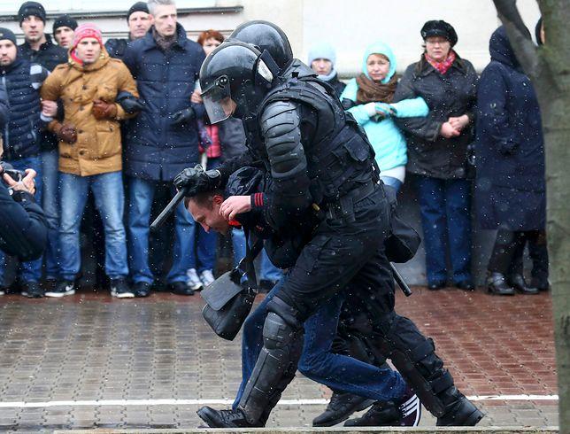 Białoruś: zatrzymania dziennikarzy po demonstracjach w Mińsku