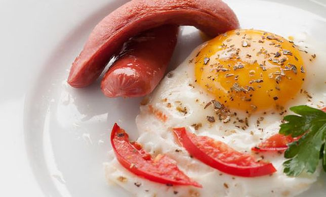 Ludzie, którzy jedzą śniadania, spalają więcej kalorii
