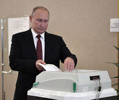 Rosja. Prezydent Władimir Putin głosuje w wyborach do moskiewskiej Dumy.