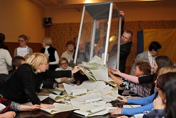 Przeliczono 80 proc. głosów. Wybory na Ukrainie wygrywa Front Ludowy