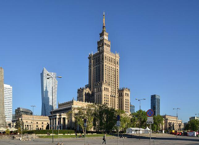 Pałac Kultury i Nauki - najczęściej odwiedzane przez turystów miejsce w Warszawie. W dalszym ciągu to najwyższy budynek w Polsce. Ma wysokość 237 m.