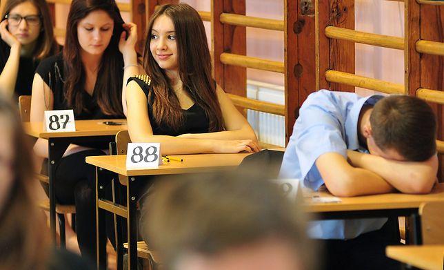 Arkusz z języka polskiego zawierał 22 zadania. Wśród nich były 20 zadania zamknięte