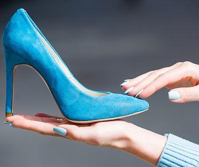 Zamszowy but bardzo łatwo zniszczyć. Na szczęście dla wszystkich miłośników skóry szkocka internautka znalazła skuteczny sposób na jej czyszczenie.