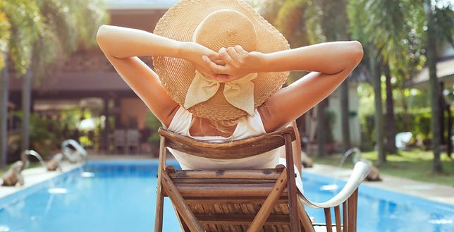 Białe plamy po opalaniu najczęściej są skutkiem nieodpowiedzialnego zażywania kąpieli słonecznych