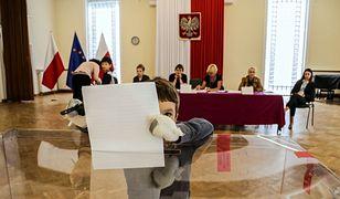 Wybory parlamentarne 2019. Sondaż: Niemal tyle samo Polaków obawia się rządów PiS, co wygranej PO