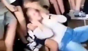 """Poręba. 12-letni uczeń bił i dusił koleżankę. """"Walki MMA"""""""